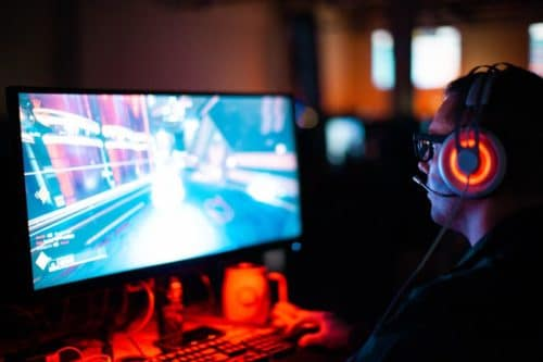 ソニーWH-1000XM3のレビュー|無線だと遅延はある!ゲームや動画はどう?